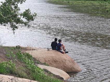 Bukhosi & Antonio fish at Maleme Dam